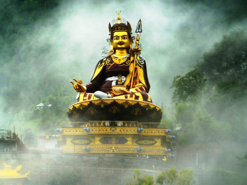 Guru Padmasambhava statue at Rewalser in Himachal Pradesh, India https://commons.wikimedia.org/wiki/File:Guru_Rinpoche_in_mist_2.jpg